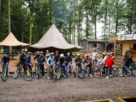 Groupe scolaire à vélo, au parc Tépacap de Bitche
